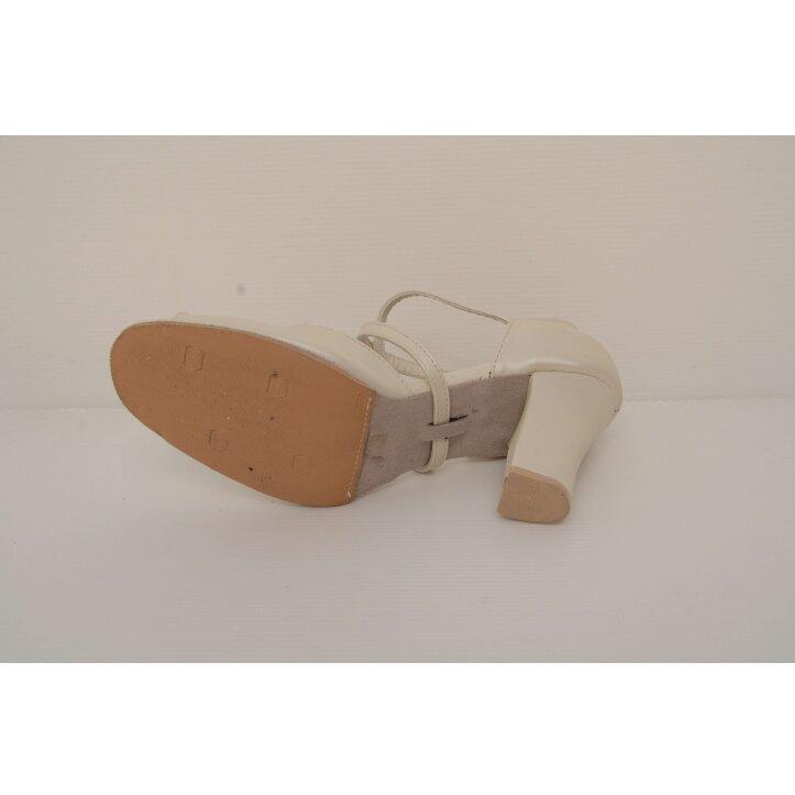 נעלי כלה סגורות לבנות 2
